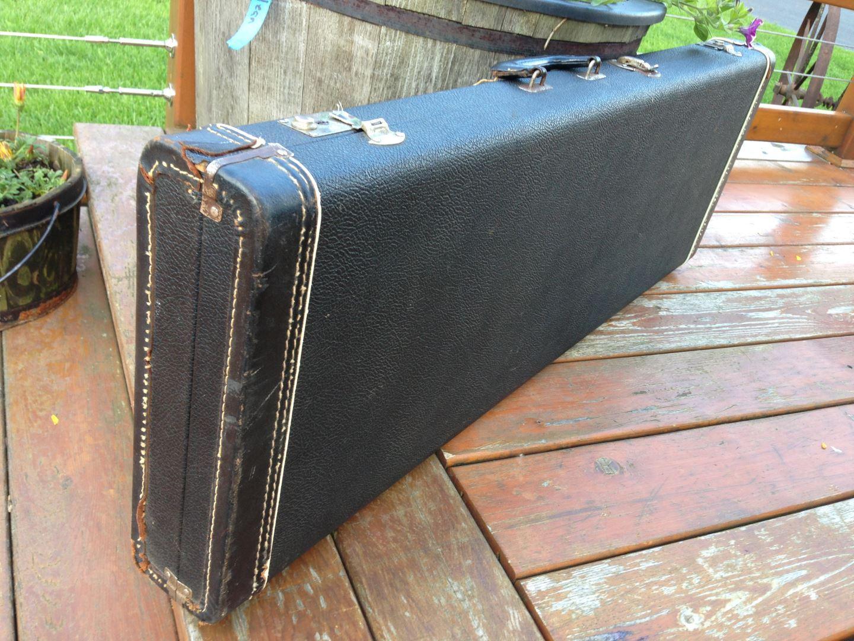 1964-fender-stratocaster-nologo-case