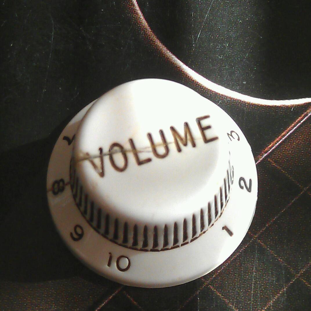 rounded-bakelite-stratocaster-volume