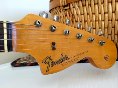 1965-large-headstock-stratocaster